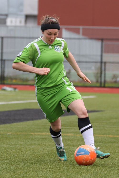 Erin Rosenkranz makes with the fancy footwork. (John Fisken photos)