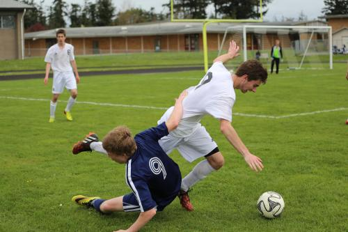 Ryan Freeman (right) blows up a defender. (Sylvia Hurlburt photos)
